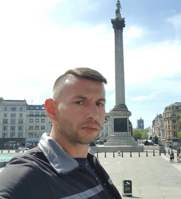 Romanian dad 'swiped phones from women'
