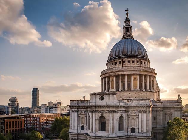Police hunt 'St Paul's flasher'